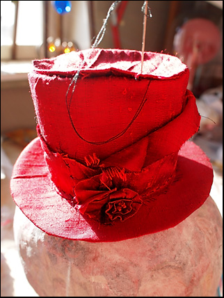 mini top hat i red dupion silk