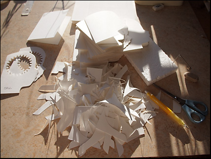 större vita papperslapper