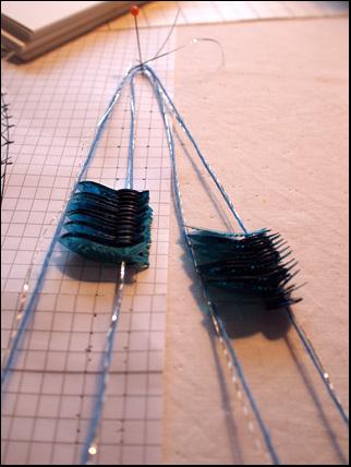 fyrfläta med parallella picoter, paljetter och silvertråd