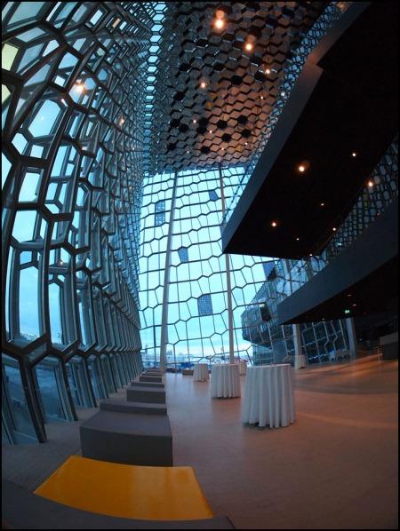 reflekterande glasfönster