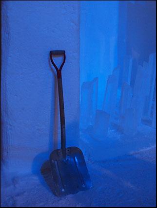 spade i blått ljus