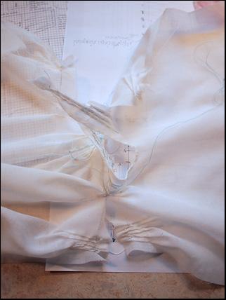 1700-tals klänning montering
