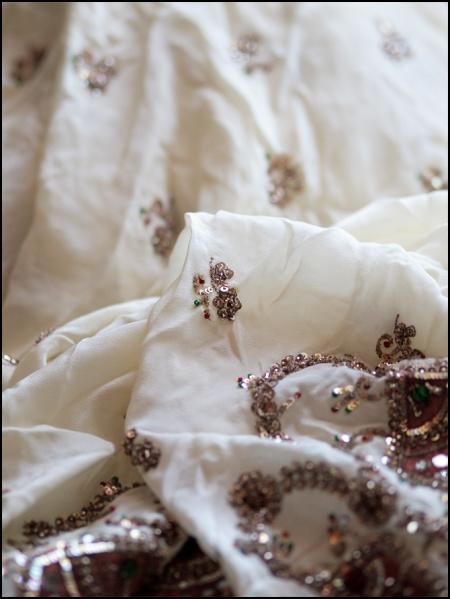 metal thread embroidery on sari 3